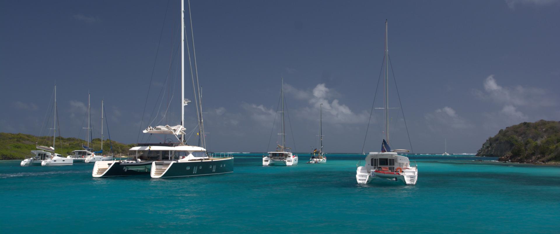 Tobago Cays - katamarany stojące na kotwicy