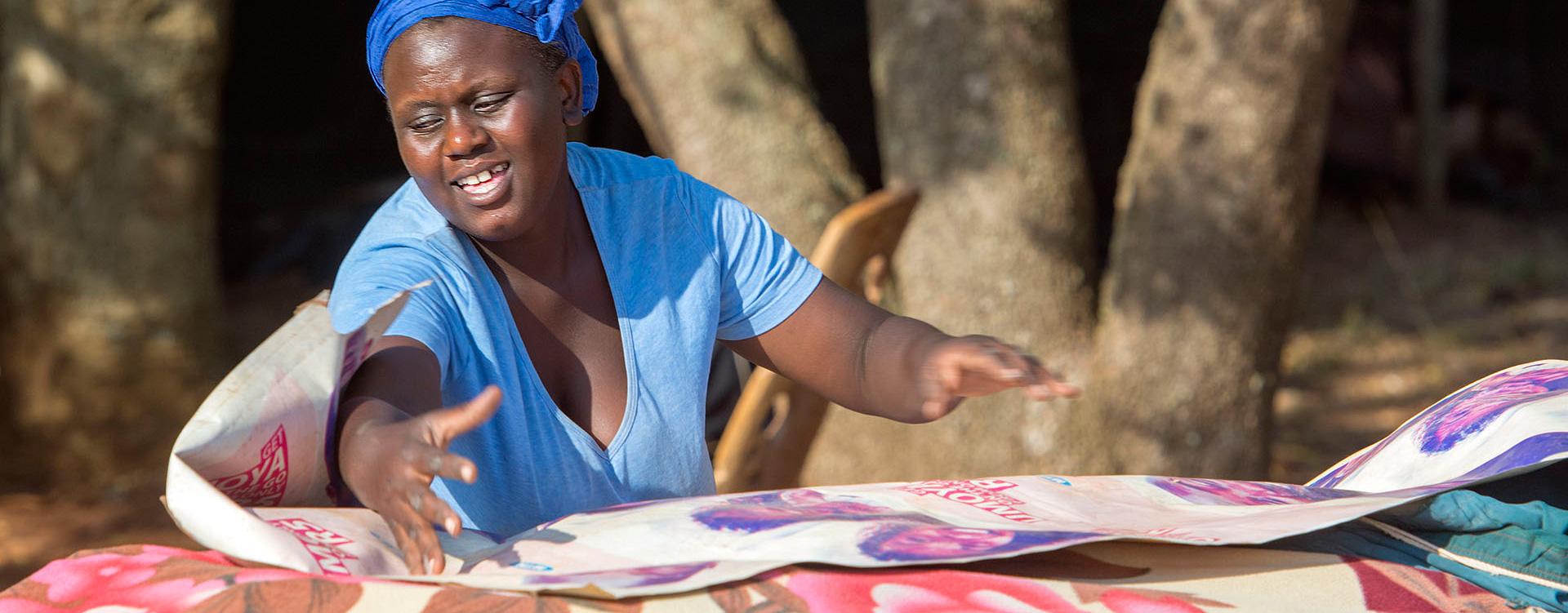 RPA - kobieta sprzedająca pamiątki