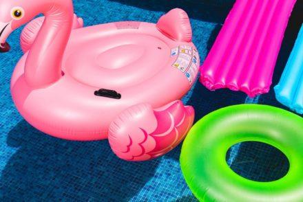 zabawki na basenie