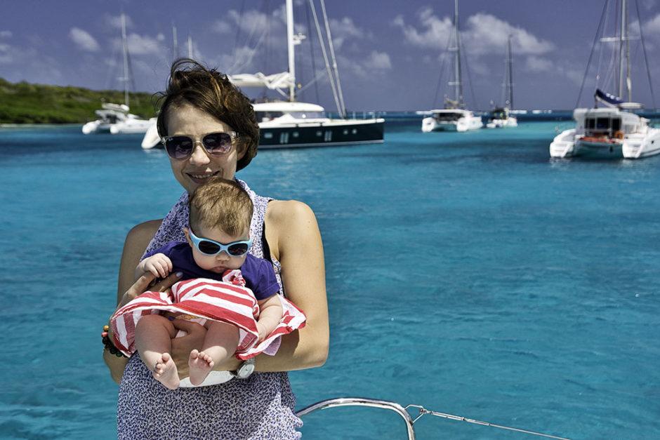 matka z dzieckiem na katamaranie, Karaiby