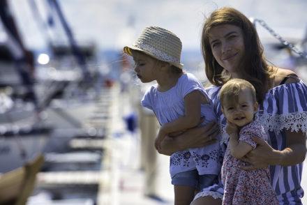 matka z córkami na wakacjach w Jastarni